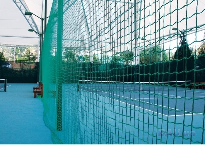 Ограждение спортивной площадки из капроновой сетки