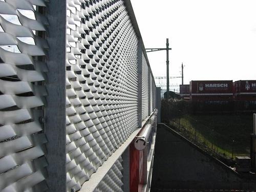 Ограждение из металлической вытяжной просечной сетки