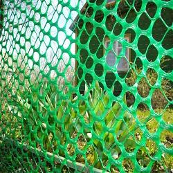 Забор из пластиковой сетки рабицы
