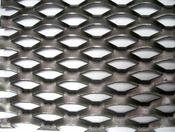Просечная сетка из прочной стали с мелкой ячеей