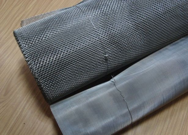 Металлическая сетка галунного плетения серого цвета