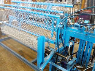 Крупный станок для создания широкого формата сетки рабица