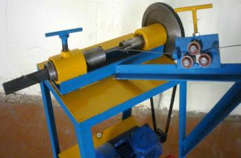 Полуавтоматический станок для плетения рабицы