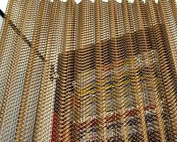 Декоративная металлическая сетка золотистого цвета