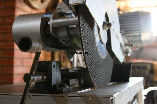 Абразивно-отрезной станок для резки металлических деталей