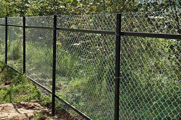 Забор из сетки рабица